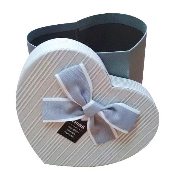 Коробка в форме сердца картонная серо-синяя