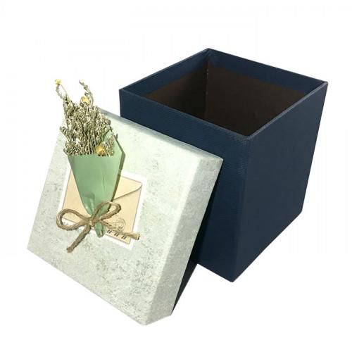 Коробка подарочная с букетом